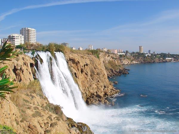 Водопад рядом с городом Анталья
