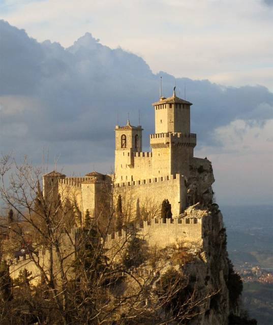 Guaita tower in san marino visit plus tourism and travels for Flights to san marino italy