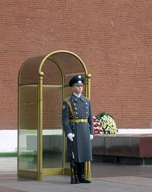 The soldier near the Moscow Kremlin